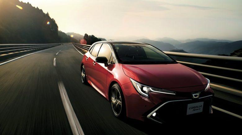 トヨタの新型ハッチバック「カローラスポーツ」の価格と性能をご紹介