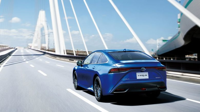 新型トヨタMIRAI発売!究極のエコカー性能と装備はどう進化した?
